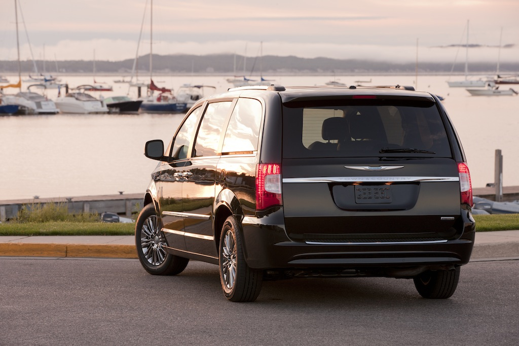 Minivans Re Defining The Cool Factor Chrysler Capital Blog