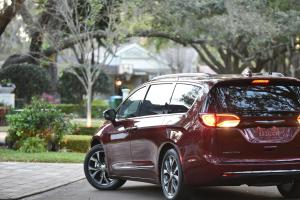 091616-cc-feel-like-royalty-in-an-all-new-chrysler-pacifica-3