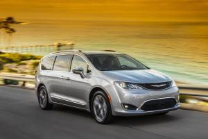 091616-cc-feel-like-royalty-in-an-all-new-chrysler-pacifica-4
