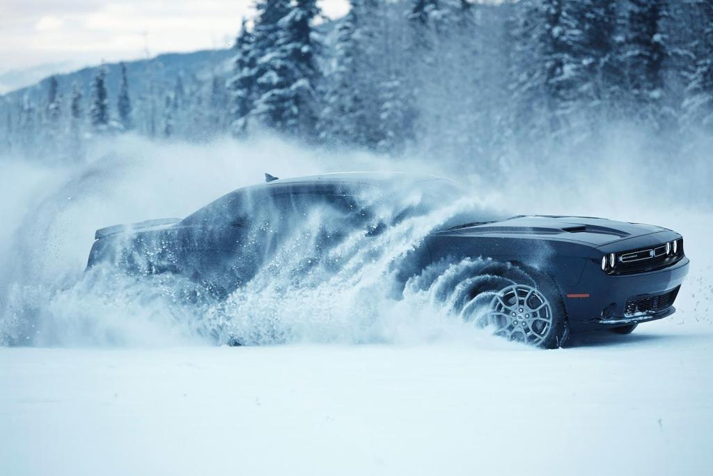 120915-cc-dodge-challenger-is-about-to-hit-a-whole-new-level-of-beast-2