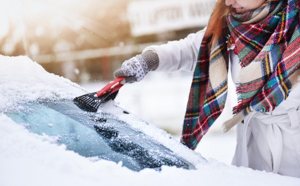 Warming vehicle ice scrape