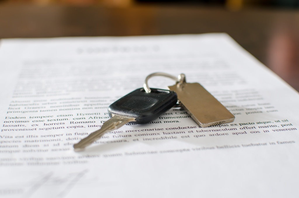 Vehicle lease contract with keys on top