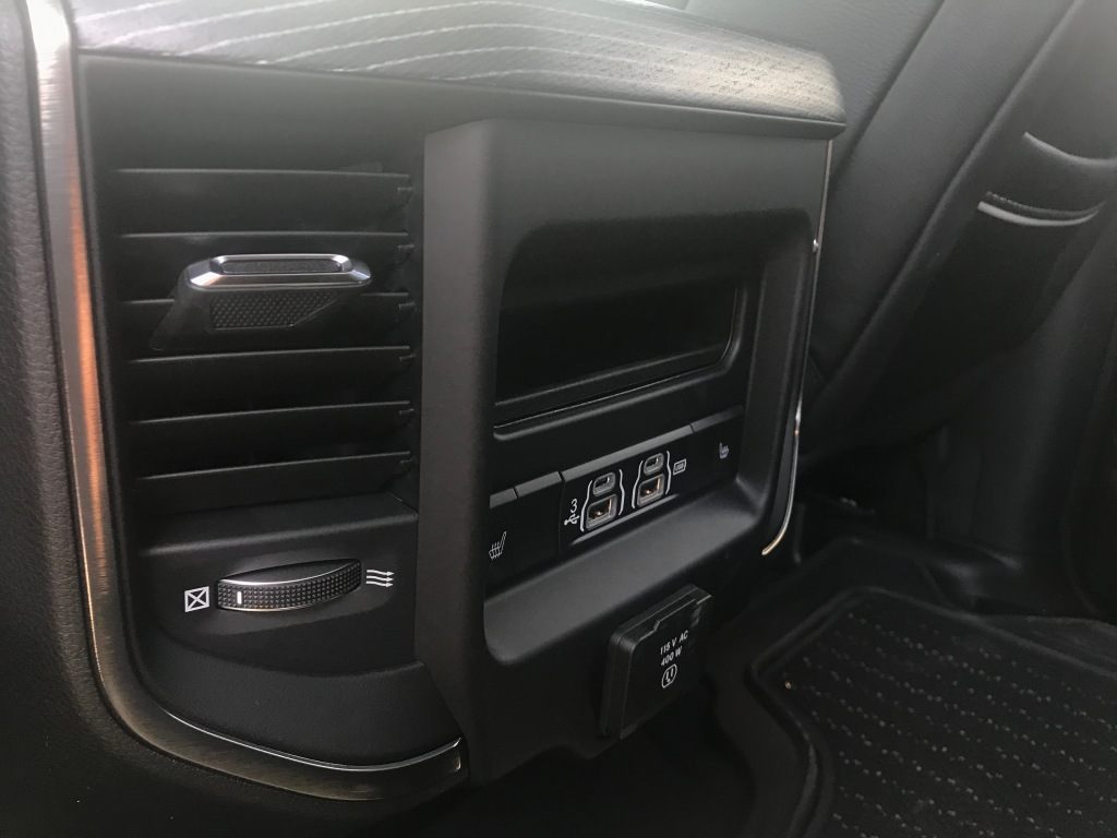 Ram 1500 Limited Crew Cab USB port