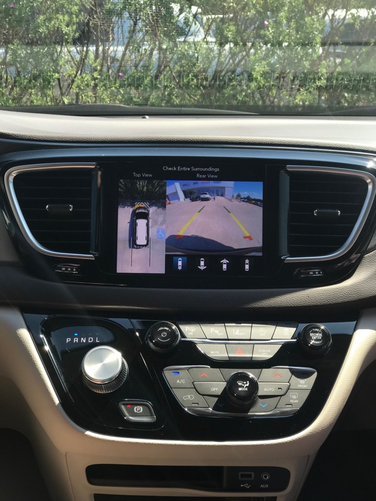 2019 Chrysler Pacifica display screen