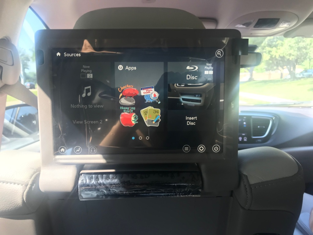 2019 Chrysler Pacifica HD touchscreen