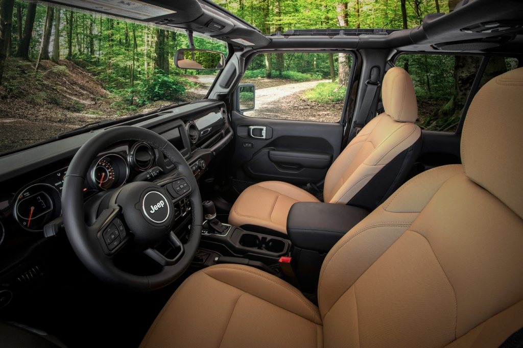 2020 Jeep Wrangler Black & Tan interior