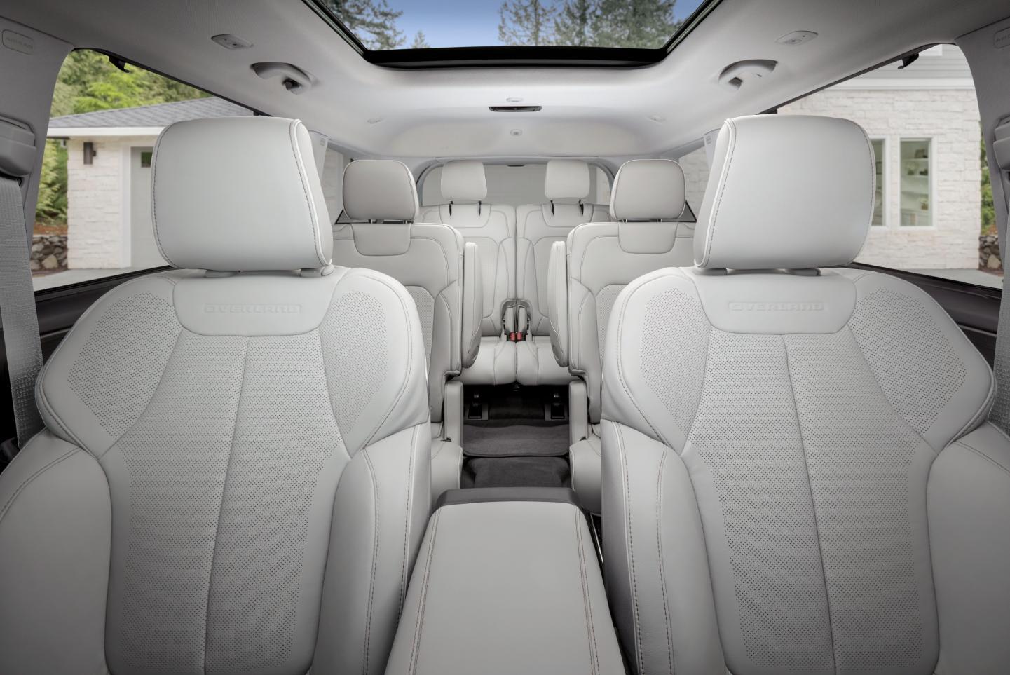 Three-row Grand Cherokee L interior